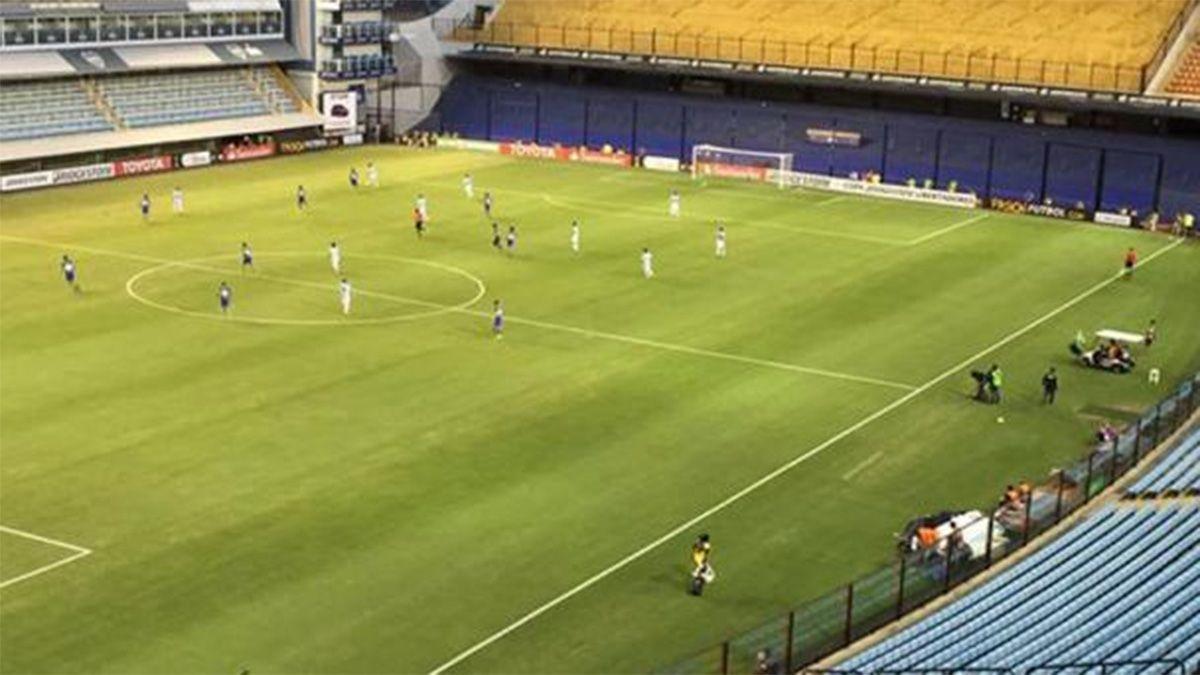 Se suspendió la reunión por la vuelta del público a los estadios