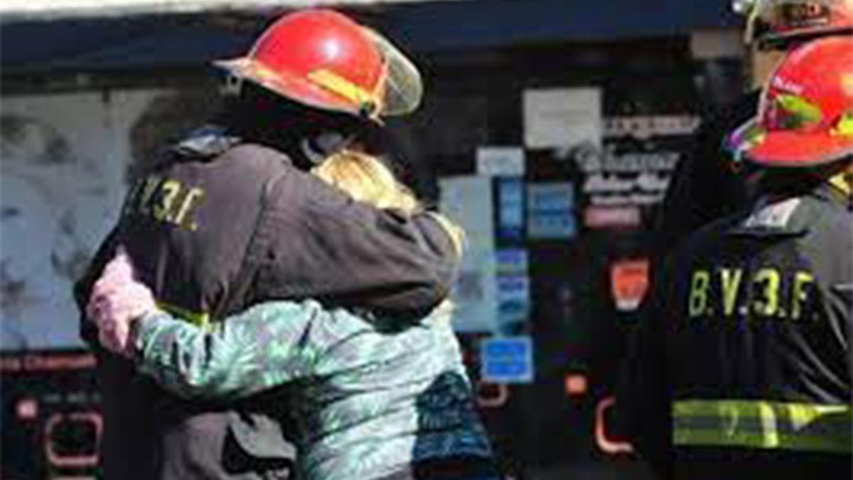 Tres bomberos murieron mientras trabajaban para sofocar un incendio en un departamento de un edificio en la localidad bonaerense de Caseros