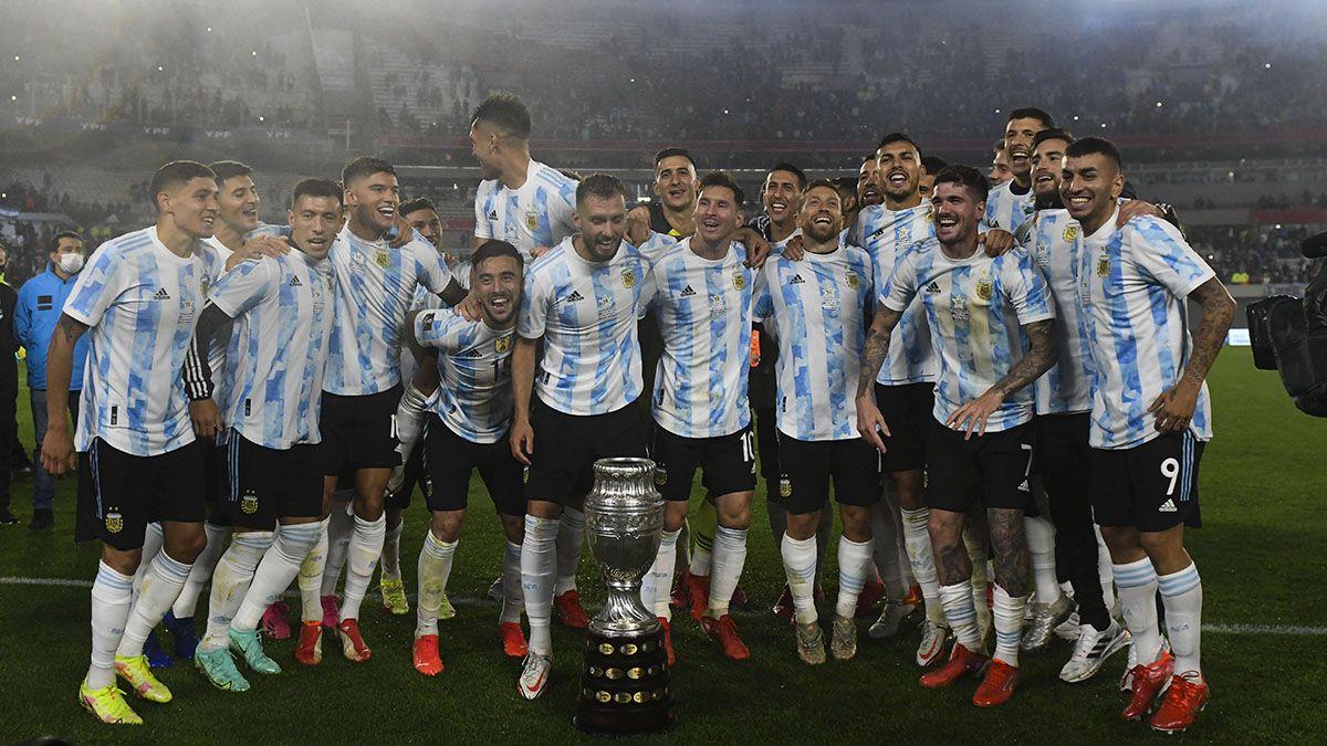 Los campeones de América junto con la Copa.
