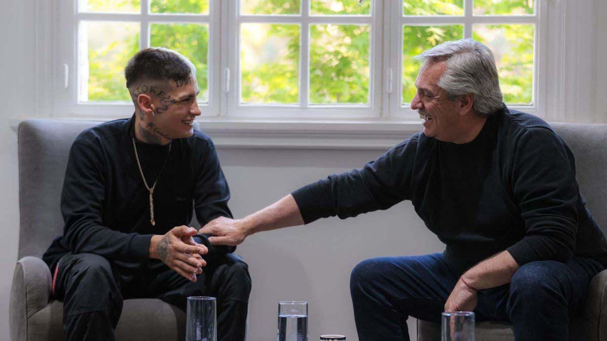 El Presidente y el cantante hablaron de las necesidades de la juventud.