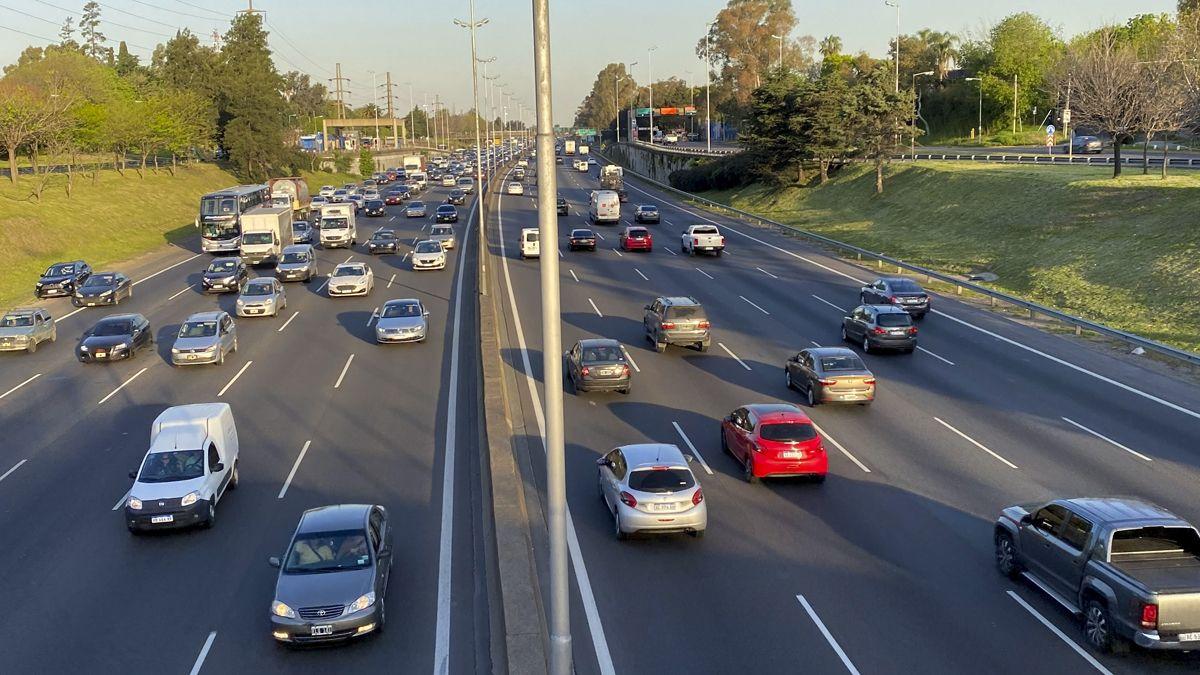 Las rutas y autopistas mostraron un intenso movimiento vehicular.