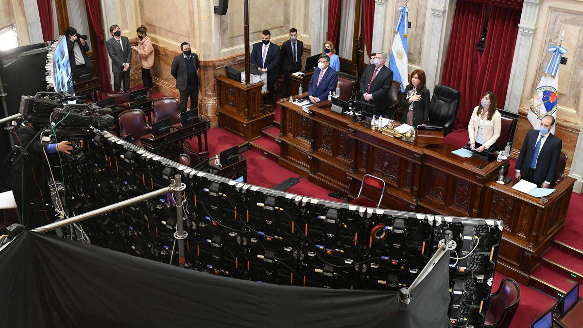 La oposición pidió adelantar la sesión en el Senado