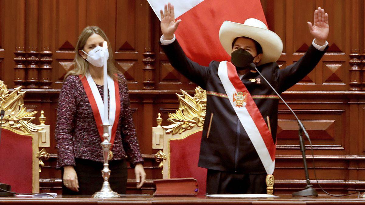La asunción de Pedro Castillo en Perú.