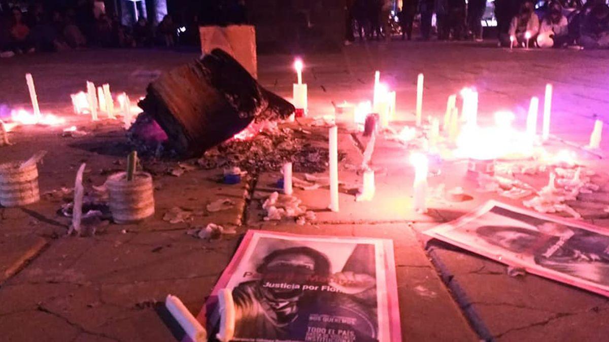 Organizaciones feministas se manifestaron en el Centro Cívico de San Jorge para exigir justicia por el femicidio de Gómez Pouillastrou.